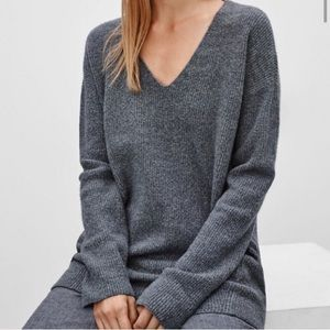 Wilfred grey v neck sweater S